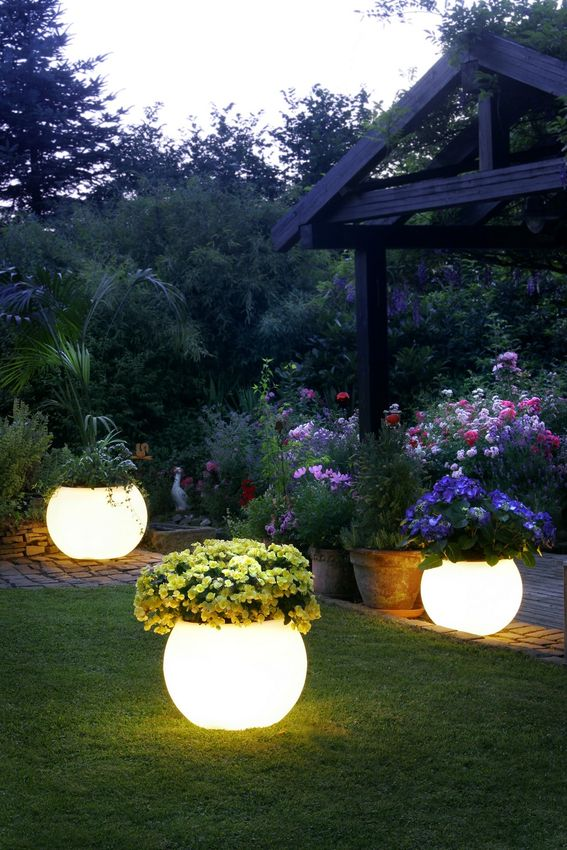 Garden lighting in summer