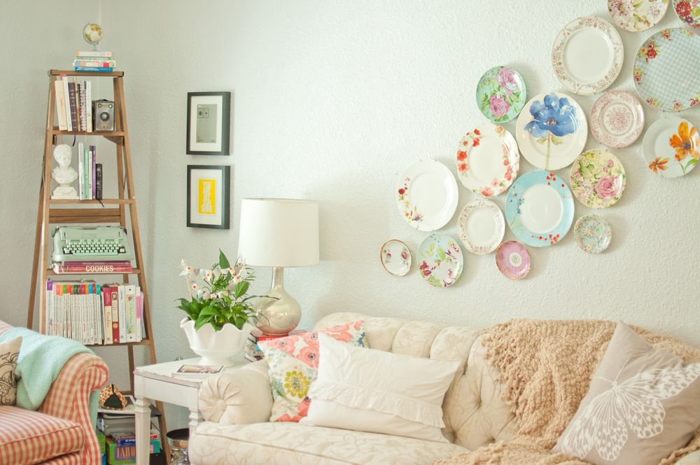 Apartment decorating with plates