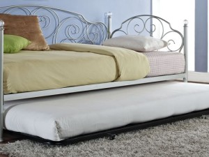 Bedroom trundle bed