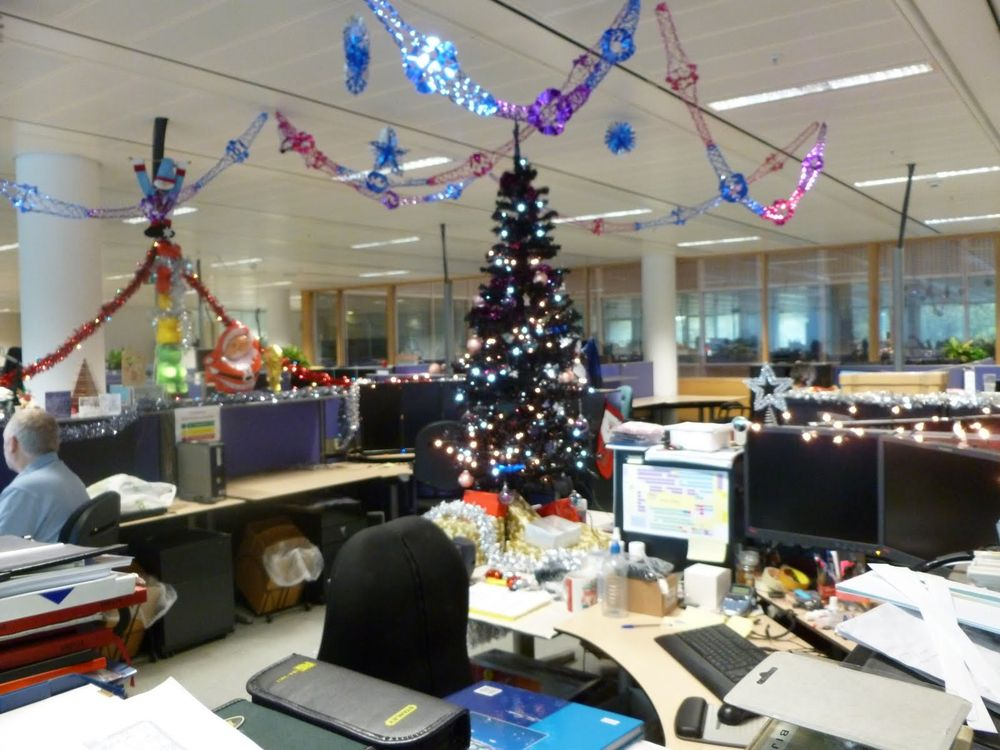 New year decoration ideas for office that make everybody happy for Decoration new year