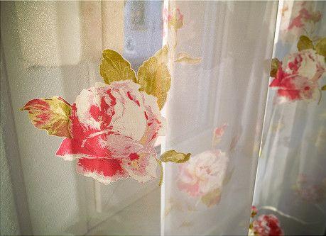 roseprintedcurtain